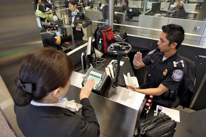 So soll sichergestellt werden, dass die angegebenen Gründe für die USA-Reise der Wahrheit entsprechen. Erst nach der Überprüfung können Sie Ihr Gepäck abholen und das Flughafengelände verlassen.