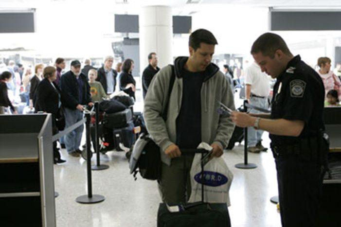 Amerikanische Zollkontrolle am Flughafen US ESTA Antrag US Visa USA Reise