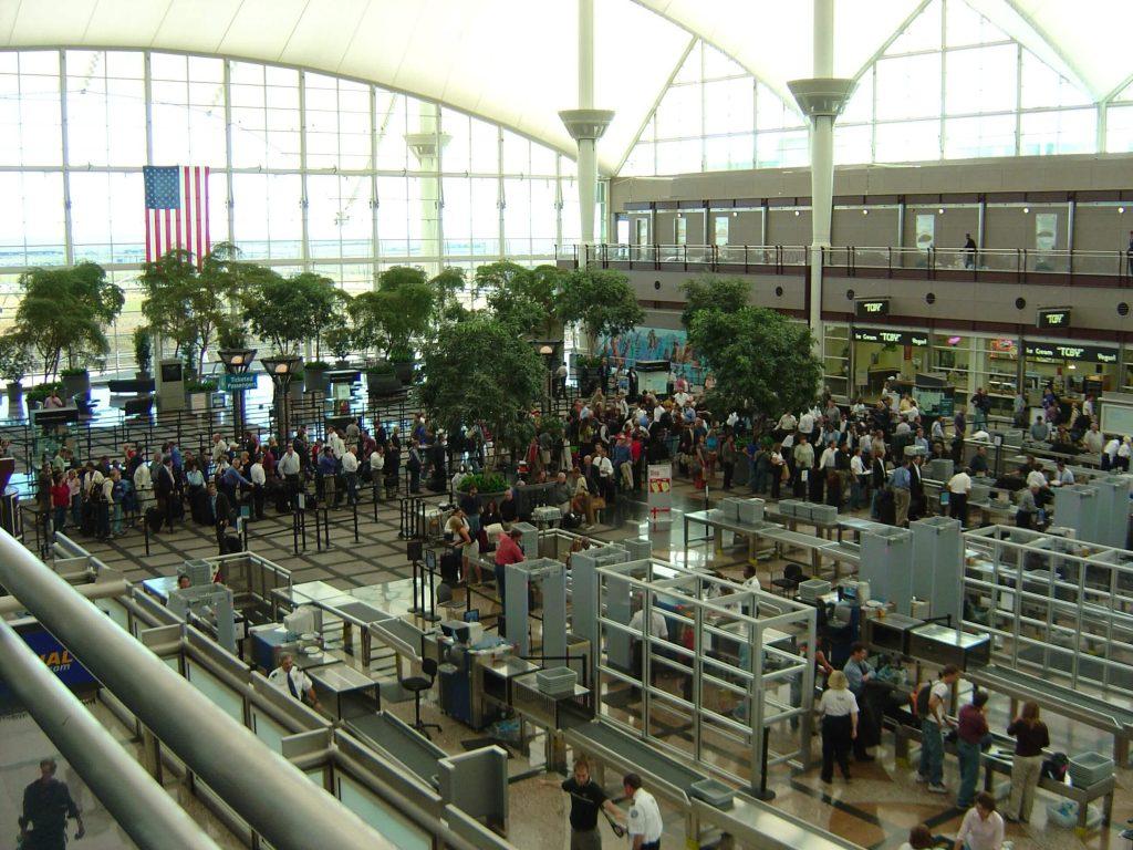 USA-Flughafen-Warteschlange