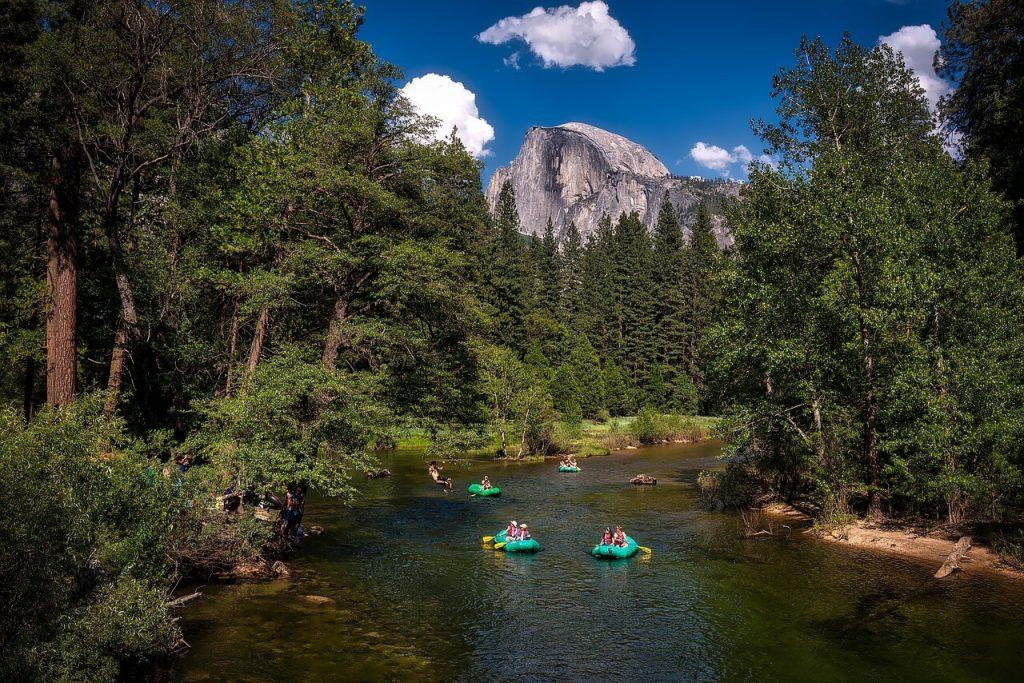 Fluss bei Yosemite Nationalpark