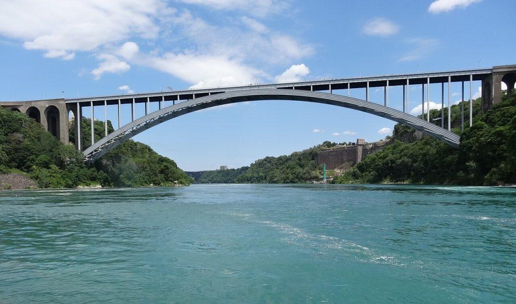 ESTA Bestimmungen und die Regenbogenbrücke zwischen Kanada und USA