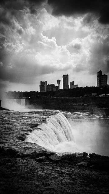 Niagarafälle b/w
