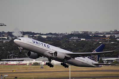 United Airlines take off